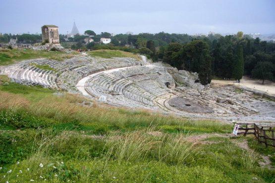Fahrten Sizilien 2018 60 Syrakus Neapoli griechisches Theater RFH R0040135 555x370 - Sizilien 2018