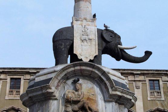 Fahrten Sizilien 2018 76 Catania Elefantenbrunnen RFH R0040451 555x370 - Sizilien 2018